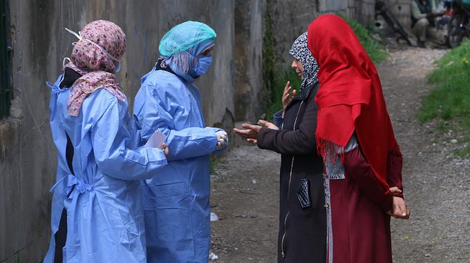 العاملون في مجال التوعية في سوريا يخشون ضعف النساء والفتيات في ظل حظر التجول. © صندوق الأمم المتحدة للسكان سوريا