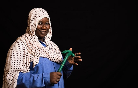 Adouia Brema is an electrician in Chad. © World Bank/Vincent Tremeau