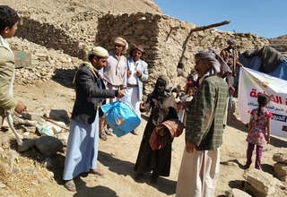 People affected by the conflict in Yemen receive dignity kits from UNFPA.