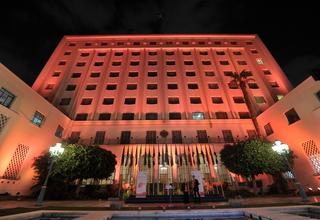 إضاءة جامعة الدول العربية باللون البرتقالي