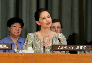 Ashley Judd addresses the UN General Assembly during a thematic debate on human trafficking. © UN Photo/Devra Berkowitz