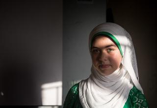 """انتقلت رنيم إلى لبنان مع أسرتها قبل ثلاث سنوات حيث تذهب إلى مركز الشباب الذى يدعمة صندوق الأمم المتحدة للسكان منذ ستة أشهر. """" لقد غيرت المعرفة التي أكتسبها حياتي."""""""