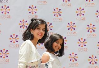 فتاتان من اليمن في فعاليات اليوم العالمي للسكان