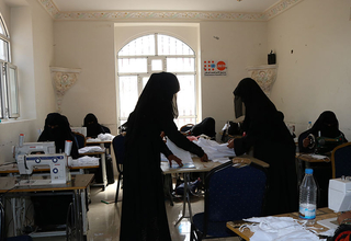 Women make face masks in a safe space in Yemen. © UNFPA Yemen