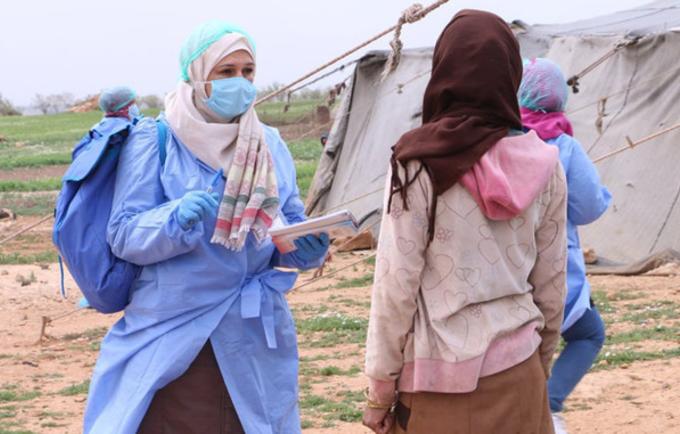 عمال التوعية في سوريا وهم يعملون على رفع مستوى الوعي حول الوباء. © صندوق الأمم المتحدة للسكان سوريا