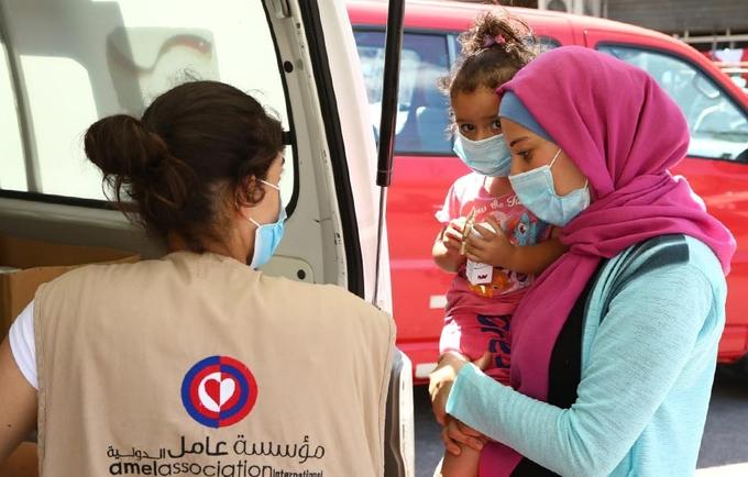 سكان بيروت يتلقون دعمًا من وحدة طبية متنقلة تديرها جمعية أمل ، بدعم من صندوق الأمم المتحدة للسكان. © صندوق الأمم المتحدة للسكان لبنان