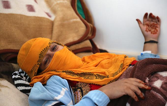 تمكنت أحلام من الولادة بأمان عن طريق عملية قيصرية في منشأة صحية مجهزة بإمدادات من صندوق الأمم المتحدة للسكان © صندوق الأمم المتحدة للسكان – اليمن/فهمية الفتيح