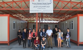 السيد/ رامناثنبالكرشنن، ممثل صندوق الأمم المتحدة للسكان في العراق، خلال زيارته لمركز سنوني لدعم المرأة، بقضاء سنجار، محافظة نينوى، شمال العراق
